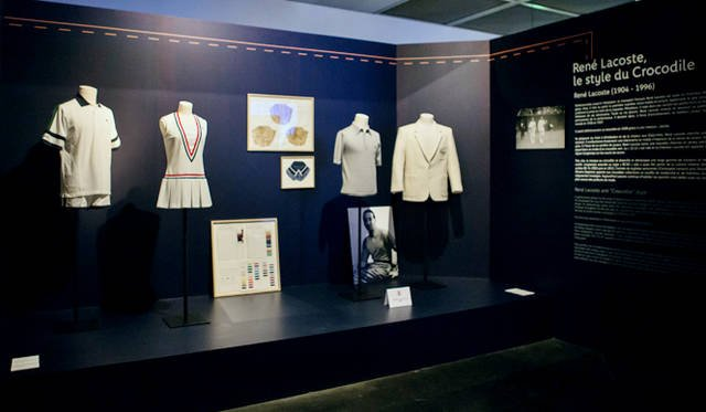 ラコステが手がけてきたさまざまなテニスウェア、ポロシャツなどを展示するコーナー。ラコステにまつわる品々の多さだけを見ても、その重要度がわかるというもの。当時の流行やデザインを感じとることができる貴重な資料だ
