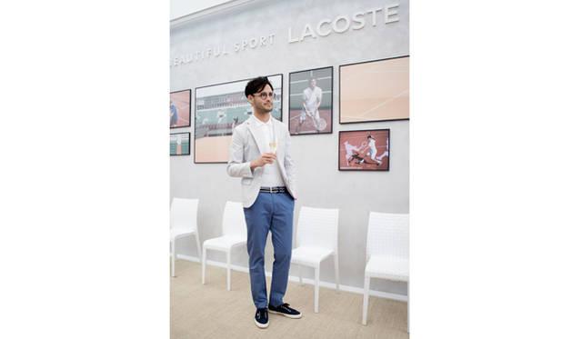 ラコステの歴史を彩った選手たち、美しい写真で飾られたサロン内は、シンプルでモダンな大人の空間