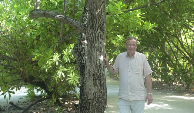 島の環境保全にも積極的に取り組んでいる総支配人のグラハム・クライさん
