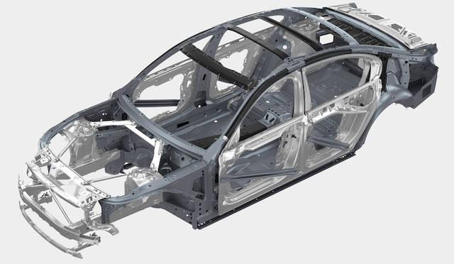 BMW iのテクノロジーをフィードバックし、ボディ構造はメタルとカーボンファイバー(CFRP)を組み合わせて軽量化がはかられた