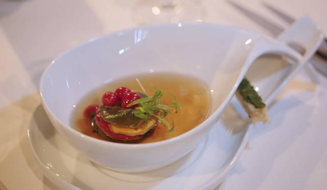 ホテル内のレストランでは、モルディブならではの食材を使ったメニューが充実している