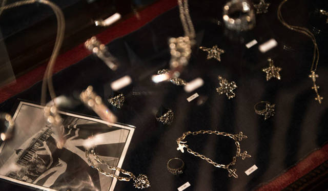 <strong>JAY TSUJIMURA|ジェイ・ツジムラ</strong><br />高円寺南のスタジオ(アトリエ兼ショップ)「Jay Tsujimura Tokyo Hand Crafted Jewelry」