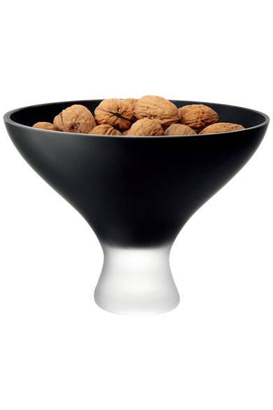 <strong>LSA|エルエスエー</strong><br />フルーツボールなどの食器としても使用できるコンポート。「SATIN COMPORT (G505-23-909)BLACK MATTE」1万6416円(W225×D225×H160mm)