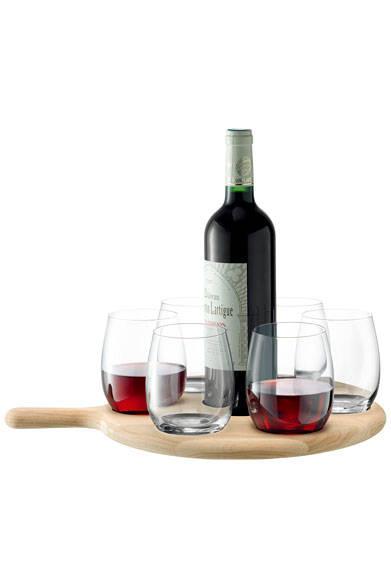 <strong>LSA|エルエスエー</strong><br />ホワイトアッシュの木のぬくもりとひんやりとしたガラスとの異素材の組み合わせを楽しめる。「PADDLE WATER/WINE SERVING SET & OAK PADDLE(G1164-40-301)」1万6848円(L400mm)