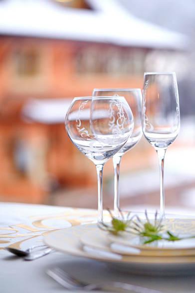 左から、レッドワイングラス1万5120円、ホワイトワイングラス1万4040円、シャンパングラス1万7280円