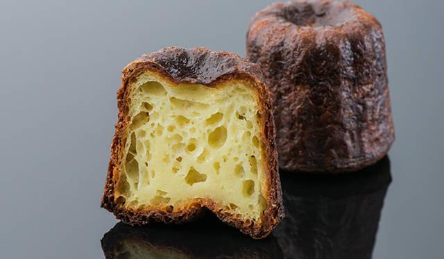 「カヌレ」<br> フランスボルドー地方の伝統菓子、カヌレ。そのシンプルさゆえにいっさいごまかしの効かない逸品で、ドミニク氏の洗練されたクオリティーが光る。外はカリッとなかはふっくら、ひと口食べるとリッチなバニラとラムの香りが口いっぱいにひろがる。