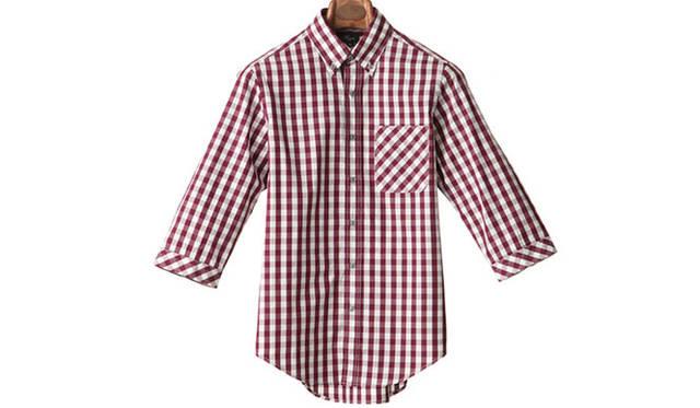 "「gingham check 3/4 sleeve bd shirts」<br /> 着丈が短めのギンガムチェックの7分袖シャツは小ぶりな襟ですっきりした印象。ポケットと袖口のバイアス使いに注目。1万4040円<a class=""link_underline"" href=""http://rumors.jp/fs/rumors/harriss/g020291"" target=""_new"">(商品詳細はこちら)</a>"