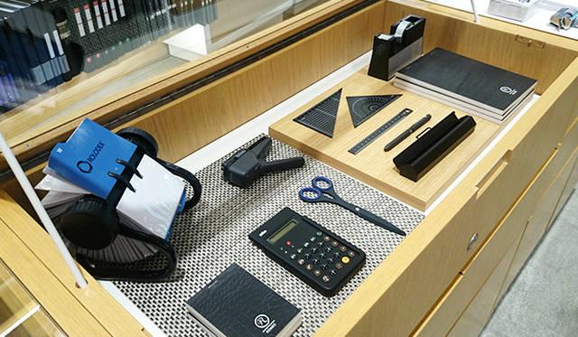 銀座・伊東屋 新本店ビル3F:デザイン性の高い机まわりのアイテムを揃える