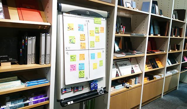 銀座・伊東屋 新本店ビル4F:打ち合わせや会議などで役立つアイテムを揃える