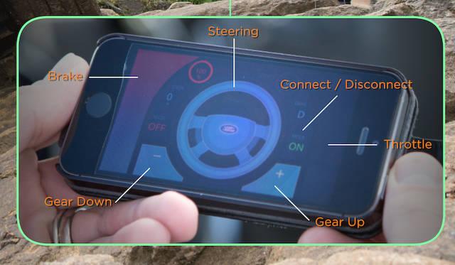 アクセル、ブレーキ、ステアリング、シフト選択をスマートフォン上でおこなう