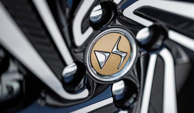 60周年記念限定モデルのホイールセンターキャップは専用のゴールド