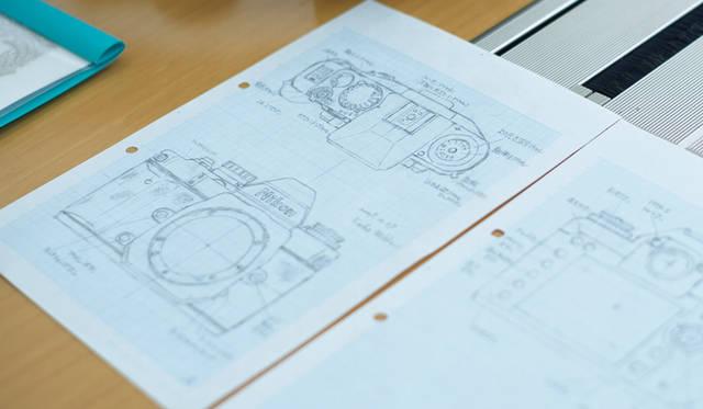 設計者のニコン・三浦さんが描いた「Df」のスケッチ。2009年の「後藤研究室」設立直後に描かれたが、製品化には時間を要した