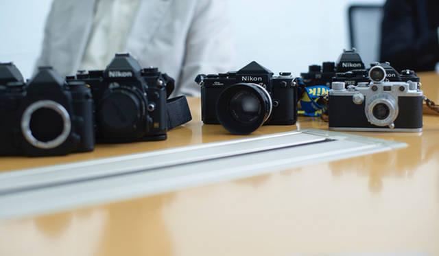 設計時にデザインを参考にしたというニコン「Fシリーズ」などのフィルムカメラ