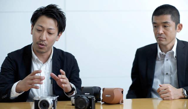 「Nikon 1 J5」の製品開発を担当した、ニコン映像事業部の小林達也さん(左)と舛田知也さん(右)