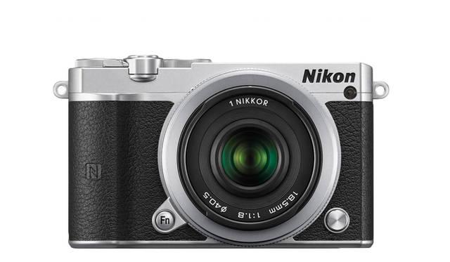 <strong>Nikon Df</strong><br>価格|オープン価格(5万5000円前後、ボディー本体)<br>本体サイズ|約W98.3×H59.7×D31.5mm(突起部含まず)<br>質量|約231g(本体のみ)<br>撮像素子|13.2×8.8mm CMOSセンサー<br>マウント|ニコン1マウント(マウントアダプター FT1にてNIKKORレンズ使用可)<br>有効画素数|2081万画素<br>ISO感度|160~12800<br>記録形式(静止画)|JPEG、RAW<br><br> <br> <strong>ニコンカスタマーサポートセンター ナビダイヤル</strong> <br>Tel. 0570-02-8000<br>http:www.nikon-image.com/<br>