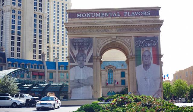 """エッフェル塔や凱旋門を擁するホテル「パリス」には、イギリス出身の人気シェフ、ゴードン・ラムゼイ氏のレストラン「ゴードン・ラムゼイ・ステーキ」や、""""イタリアン・アメリカン料理界のゴッドファザー""""と称されるスティーブ・マルトラーノ氏の「マルトラーノズ」が"""