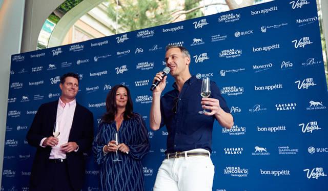 アンコルクドの開幕を高らかに宣言したのは、主催者のひとりであるグルメ雑誌『ボナペティ』の編集長、アダム・ラポポート氏(写真右)