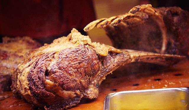 この日、ジャン=ジョルジュ・ヴォンゲリスティン氏は肉によって焼き方を変えるというファイン・ダイニング式のステーキを披露した