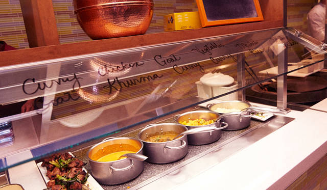 一流シェフの料理以外にも、会場の「アリア」が用意したエスニック料理も