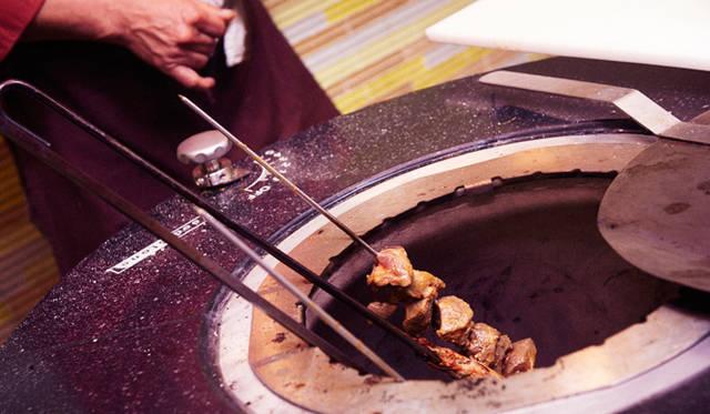 この日、ジュリアン・セラーノ氏は、自身のルーツでもあるスペインのタパス料理を振舞った