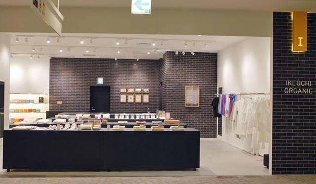 <strong>IKEUCHI ORGANIC イケウチ オーガニック</strong><br />直営店「IKEUCHI ORGANIC FUKUOKA STORE」