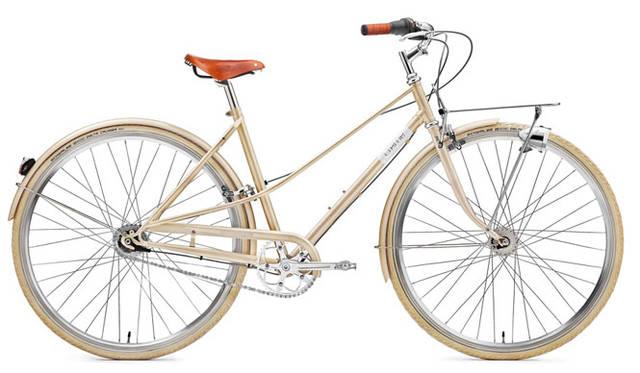 <strong>Creme Cycles|クレム・サイクルズ</strong><br />CREME CYCLES 2015<br />Creme Cyclesオリジナルのカスタムドロップアウトと、ダブルトップチューブを特徴とする伝統的なミキストスタイルを取り入れた画期的なスチールフレームが特徴のカフェレーサー・ドッピオ・レディー。「CAFERACER DOPPIO LADY」(champagne)17万8200円