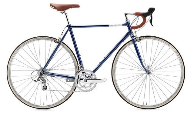 <strong>Creme Cycles|クレム・サイクルズ</strong><br />CREME CYCLES 2015<br />フルクロモリ製ラグドフレームが特徴のエコー・ドッピオ。冷間鍛造クイルステム、18段変速、優れたSelle社製San Marco Rollsサドルなどを採用している。「ECHO DOPPIO」(deep blue)