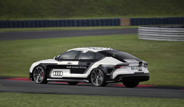 Audi RS 7 piloted driving concept|アウディ RS 7 パイロッテッド ドライビング コンセプト