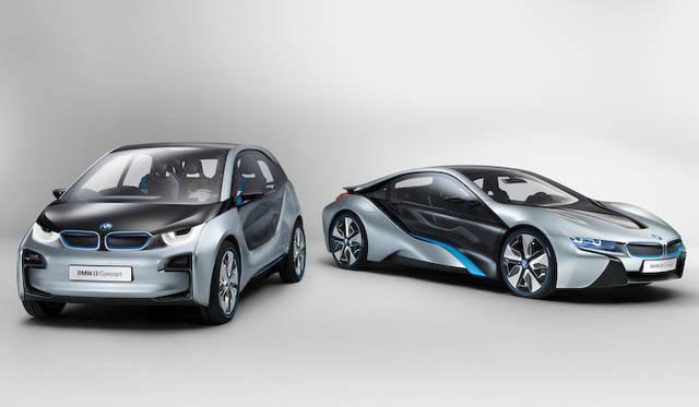 BMW i8(右)、i3(左)