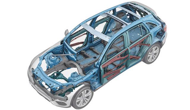 アルミ、超高張力鋼鈑、高張力鋼鈑を複合的に利用することで、軽量化と剛性をたもったボディシェル構造