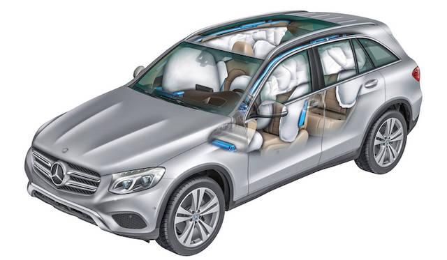 運転席、助手席はもとより、サイドウィンドウ全体を覆うエアバッグも装備している