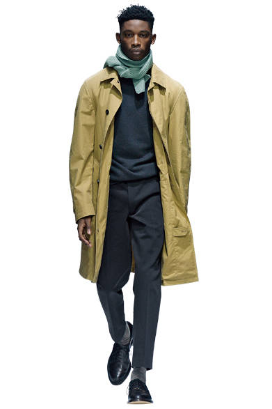 "<a href=""/brand/margaret-howell""><strong>MARGARET HOWELL|マーガレット・ハウエル</strong></a><br>愛らしいニットのスカーフは、コートを始めとする重厚感のある装いにアクセントを与えてくれる。"