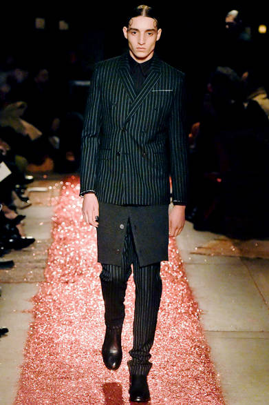 """<strong><a href=""""/brand/givenchy-by-riccardo-tisci"""">Givenchy by Riccardo Tisci
