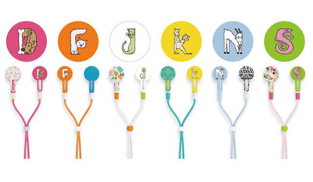 <strong>KOTORI|コトリ</strong><br />コラボレーションイヤフォン「KOTORI 101 meets Hallmark」 アニマルモチーフのデザインが6種類増えて全14種類がラインナップ。新着のアルファベットデザインはイヌやキツネなどのアニマルがモチーフ &#169; Hallmark Cards, Inc.