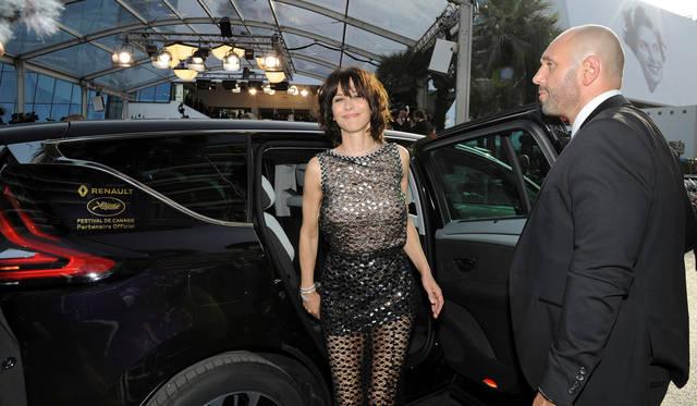 フランスを代表する女優でらり、『007 ワールド・イズ・ノット・イナフ』では、悪役のボンドガールであるエレクトラ・キング役で出演したソフィー・マルソー