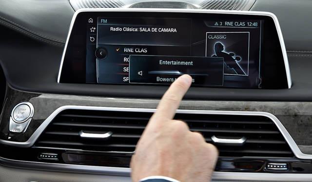 ジェスチャー機能では、オーディオのボリュームなどが操作可能