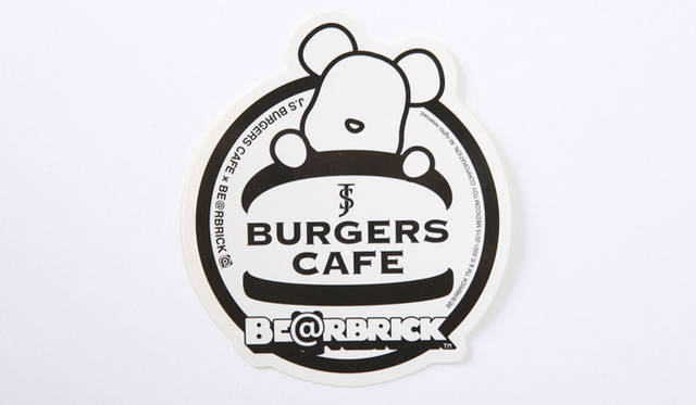 <strong>MEDICOM TOY|メディコム・トイ</strong><br />「MEDICOM TOY EXHIBITION &#8217;15」 「J.S. BURGERS CAFE(ジェイエス バーガーズカフェ)」×「BE@RBRICK」期間限定コラボレーション<br />BE@RBRICK &#8482; & &#169; 2001-2015 MEDICOM TOY CORPORATION. All rights reserved.