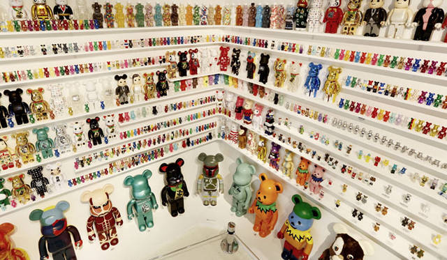 <strong>MEDICOM TOY|メディコム・トイ</strong><br />「MEDICOM TOY EXHIBITION &#8217;15」 BE@RBRICKコーナー<br />BE@RBRICK &#8482; & &#169; 2001-2015 MEDICOM TOY CORPORATION. All rights reserved.