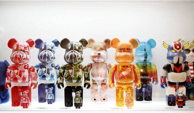 <strong>MEDICOM TOY|メディコム・トイ</strong><br />「MEDICOM TOY EXHIBITION &#8217;15」 中央/BE@RBRICK Sex Pistols<br />BE@RBRICK &#8482; & &#169; 2001-2015 MEDICOM TOY CORPORATION. All rights reserved. <br />&#169; 2015 Sex Pistols Residuals. Under license by Live Nation Marchandise<br />&#169; NOWHERE CO. LTD. <br />&#169; 永井豪/ダイナミック企画<br />&#169; PUSHEAD<br />&#169; TOKYO TOWER