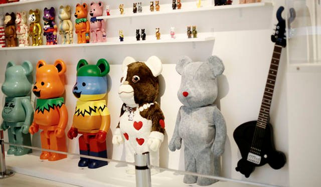 <strong>MEDICOM TOY|メディコム・トイ</strong><br />「MEDICOM TOY EXHIBITION &#8217;15」 BE@RBRICKコーナー<br />BE@RBRICK &#8482; & &#169; 2001-2015 MEDICOM TOY CORPORATION. All rights reserved. <br />GREMLINS and all related characters and elements are  trademarks of and &#169; Warner Bros. Entertainment Inc. <br /> (s15) <br />&#8482; & &#169; [2015] Grateful Dead Productions. All Rights Reserved. <br />www.dead.net