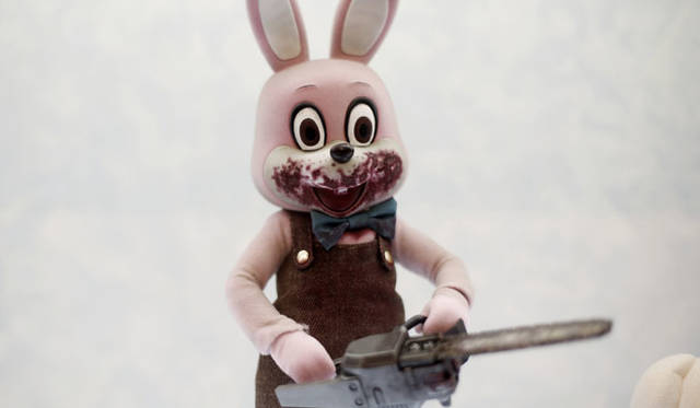 <strong>MEDICOM TOY|メディコム・トイ</strong><br />「MEDICOM TOY EXHIBITION &#8217;15」 RAH Robbie the Rabbit<br />&#169; Konami Digital Entertainment