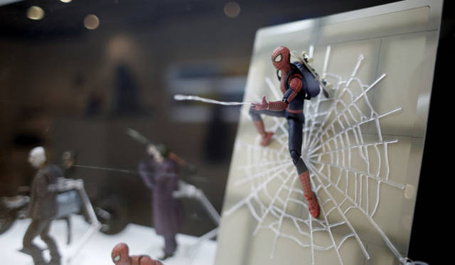 <strong>MEDICOM TOY|メディコム・トイ</strong><br />「MEDICOM TOY EXHIBITION &#8217;15」<br />MAFEX SPIDER-MAN THE AMAZING SPIDER-MAN 2 DX SET Spider-Man, the Character &#8482; &&#169; 2014 Marvel Characters, Inc. <br />The Amazing Spider-Man, the Movie &#169; 2014 Columbia Pictures Industries, Inc. All Rights Reserved.