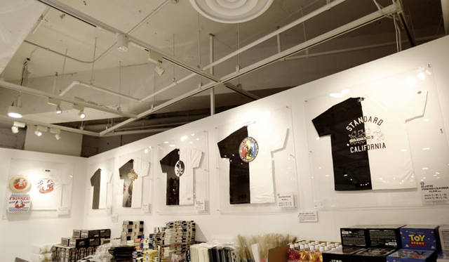 <strong>MEDICOM TOY|メディコム・トイ</strong><br />「MEDICOM TOY EXHIBITION &#8217;15」 開催記念Tシャツ