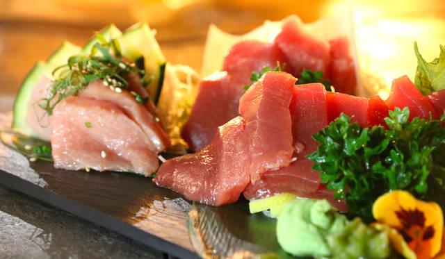 <strong>SAKENOMY|サケノミー</strong><br />マグロの刺身やトロのにぎり寿司をサービス