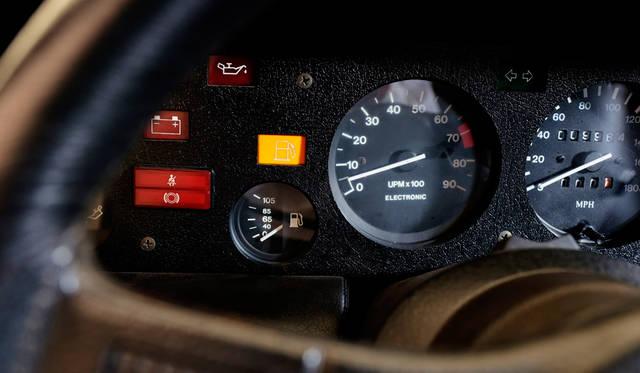 車両|BMW「M1」<br>撮影協力|NPO法人ToSCA(魔方陣スーパーカーミュージアム)