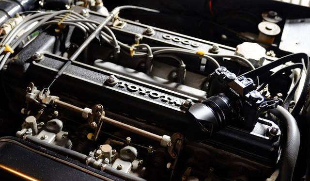 カメラ|FUJIFILM X-T10 18-55mm レンズキット<br>車両|トヨタ「2000GT」<br>撮影協力|NPO法人ToSCA(魔方陣スーパーカーミュージアム)<br><br><strong>FUJIFILM X-T10 18-55mm レンズキット</strong><br> 実勢価格|12万円前後<br><br> 富士フイルム FinePixサポートセンター<br>Tel. 050-3786-1060<br>http://fujifilm.jp/<br>