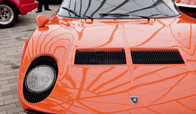 車両|ランボルギーニ「ミウラ P400」<br>撮影協力|NPO法人ToSCA(魔方陣スーパーカーミュージアム)<br>撮影機材|FUJIFILM X-T10