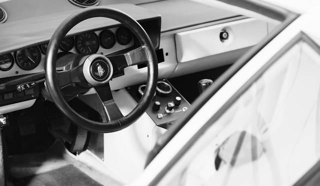 車両|ランボルギーニ 「カウンタック LP400」<br>撮影協力|NPO法人ToSCA(魔方陣スーパーカーミュージアム)