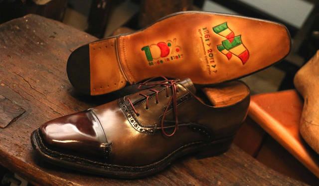 """メンズ・シューズの""""聖地""""として、ファッショニスタに知られるマルケ州モンテグラナーロ。ス・ミズーラ(注文制作)の靴工房にて"""