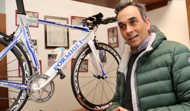 ハンドメイド自転車のクラフツマンであるレンツォ・フォルミリさん。生まれ育ったフィレンツェでパッション(情熱)を込めた作品を作り続けている